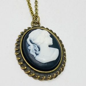 NWOT simple cameo pendant on antique gold chain